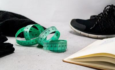 Mel erklärt dir in diesem Beitrag, wie man gesund abnehmen kann und gibt dir 15 einfache Tipps, die du sofort in dein Leben integrieren kannst. Easy peasy!