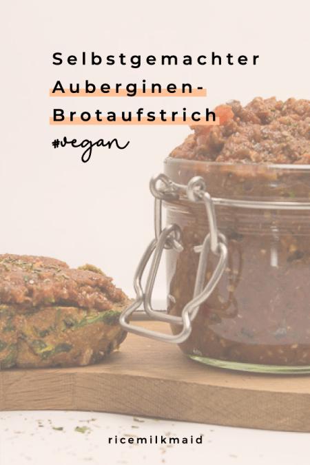 Veganes Frühstück. Ein leidiges Thema, oder? Als Lösung gibt es diesen superleckeren und einfachen Auberginen-Brotaufstrich, der sich perfekt auch mit zur Arbeit nehmen lässt. Klick dich zum Blog für das Rezept! #vegan