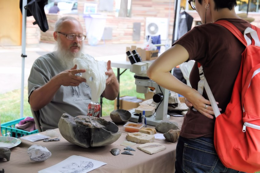 NARG member discusses dinosaur fossil head recreated with a 3D printer.