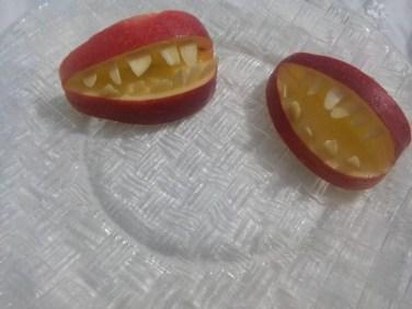 Dentiere di mela, un dolcetto per Halloween - 14666116_1254339294599774_3832638221956862254_n