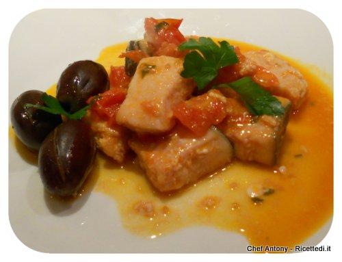 pesce spada con salsa di pomodorini