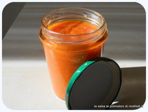 vasetto di salsa al pomodoro di ricettedi.it