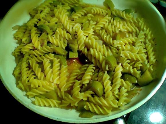 Pasta con le zucchine (4 persone)
