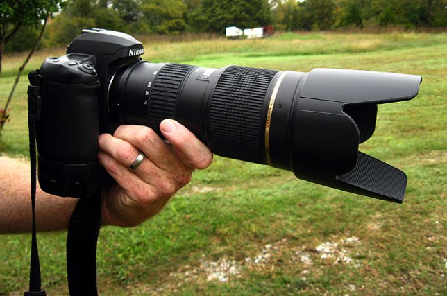 The new Tamron 70-200mm on my D100 in the front yard this afternoon