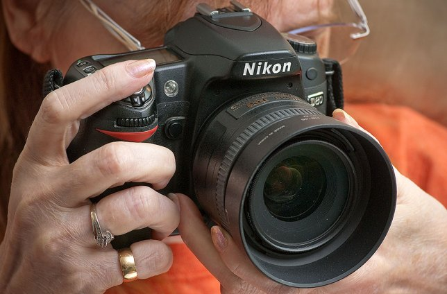 In smaller hands like my wife's, and especially with smaller lenses, the D80 is nicely compact and lightweight.