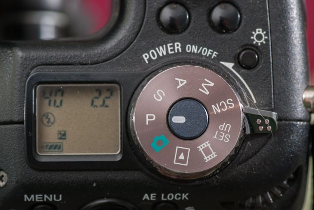 It's always nice to see a camera with a true PASM exposure mode dial. The F828's is metal and easy to grip.