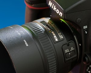 Those who know me know how much I love prime (non-zoom) lenses.
