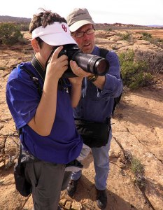 Robert gives photography pointers to David on the Delicate Arch trail.