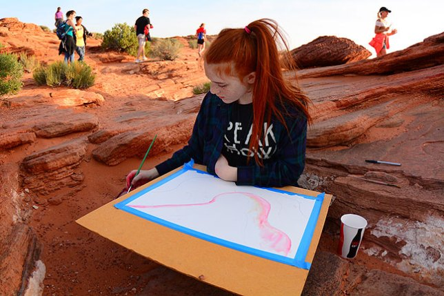 I ran into a high school art class at Horseshoe Bend. They were drawing and painting the scene.