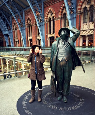 Cheri in London Station