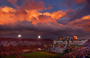 It's football weather a half hour before kickoff at the USC/Notre football game at the Los Angeles Memorial Coliseum, Saturday afternoon in L.A.