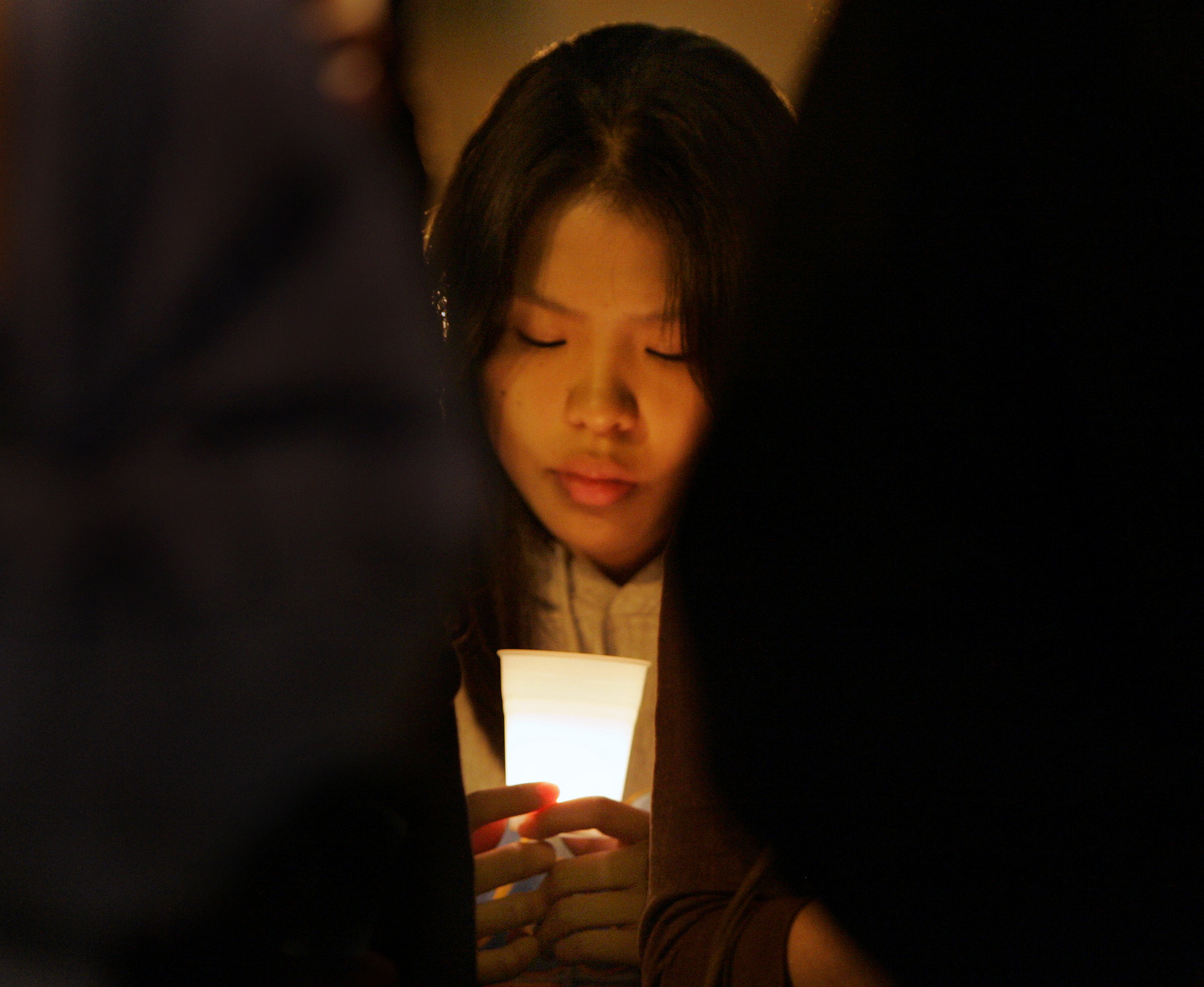 Students hold a candlelight vigil at De Neve Plaza on the UCLA campus in Westwood Thursday April 19 2007.