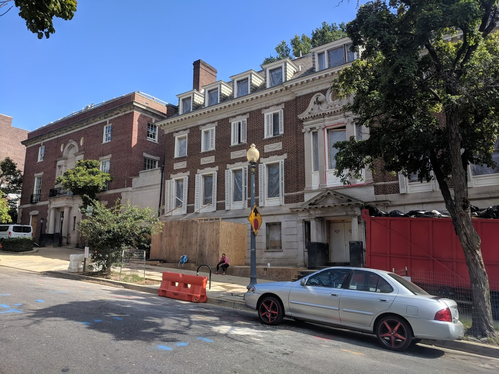 Bezos' DC House under constructions