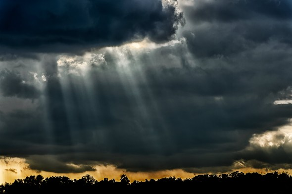 Stormy-Sky-with-God-beams-Sun-'n-Fun-Airshow-13-012150.vv