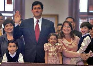 Richard takes the oath of office on the opening day of the 2001 Legislative session.