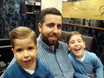 Corte de niños en Richard's Barbería