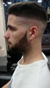 corte-de-pelo-chico-navaja-richards-barberias-en-coruna
