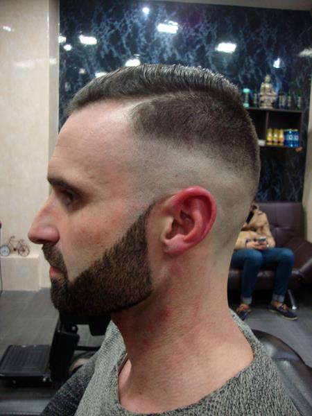 Corte de pelo y afeitado en Richard's Barbería Coruña