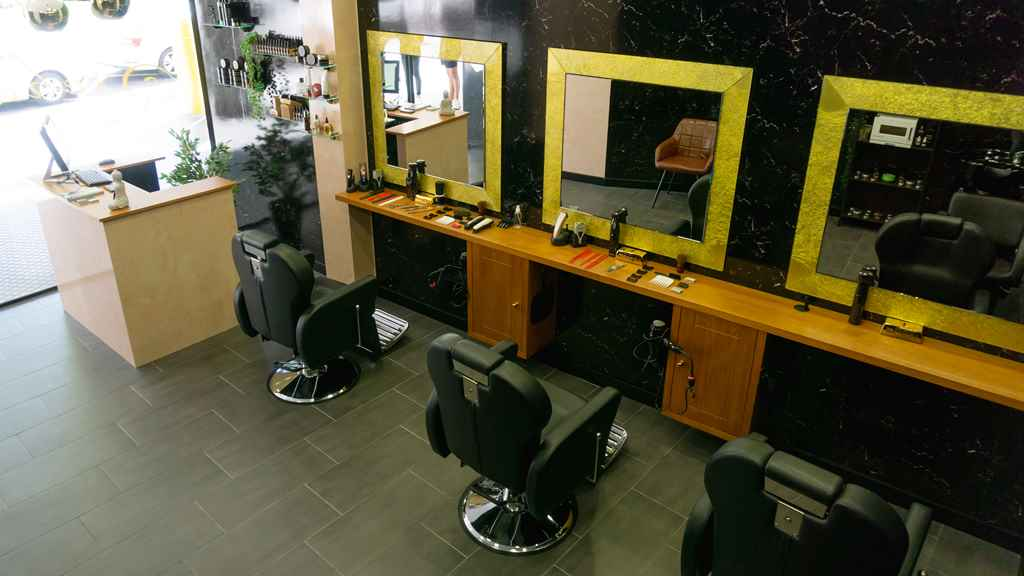 Richards Barbers Matogrande interior