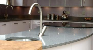 Island counter with sink detail