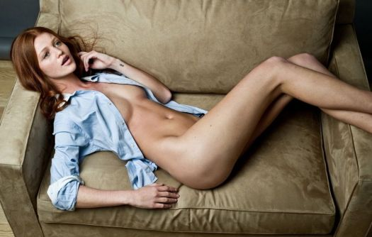 Cintia Dicker relaxing nude