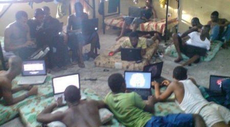 A l'école des brouteurs ivoirien, chacun à un ordinateur à sa disposition. crédit photo: DR