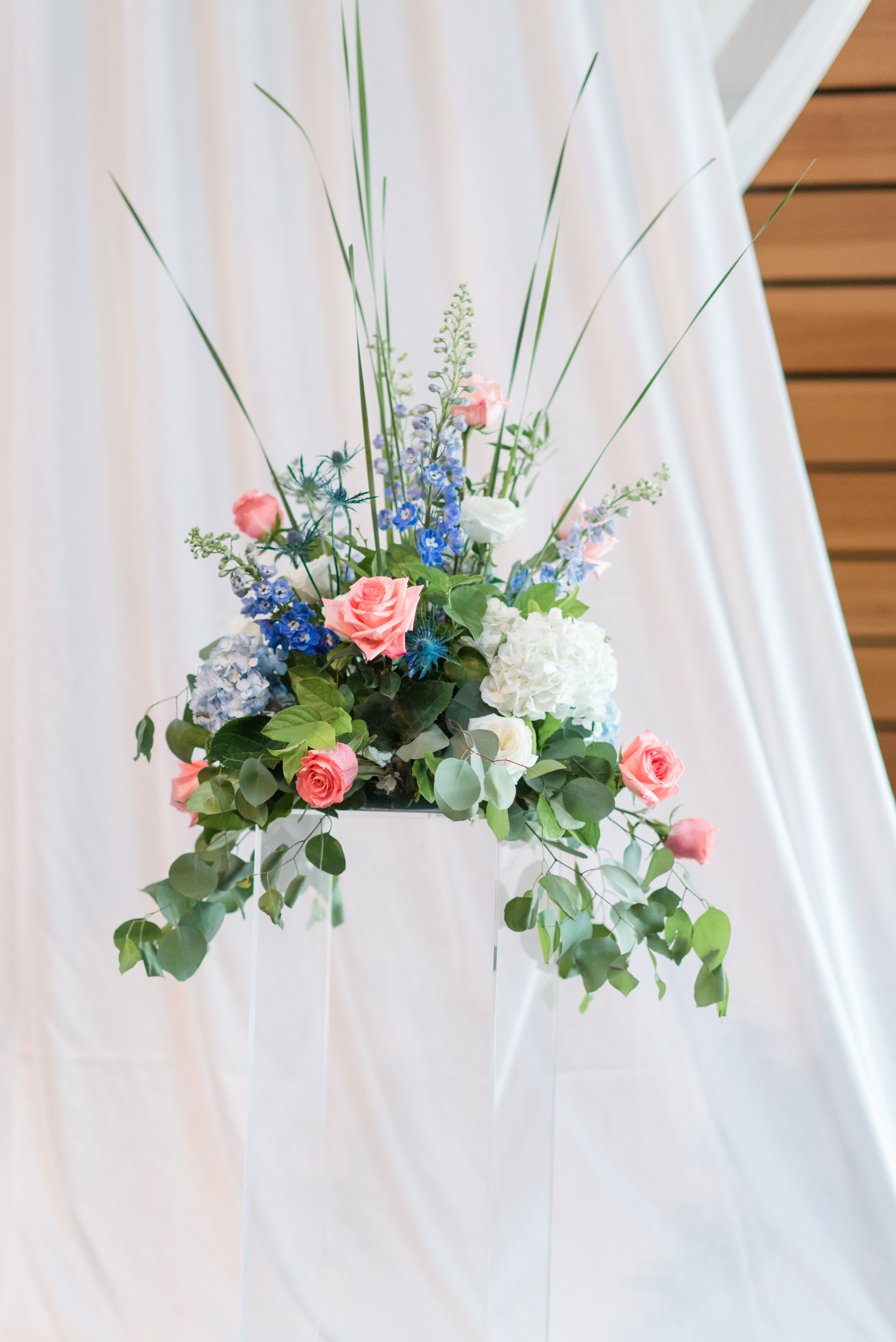 blue and peach centerpiece