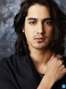 Twisted-Season-1-Cast-Promotional-Photos-twisted-abc-family-34207855-445-594