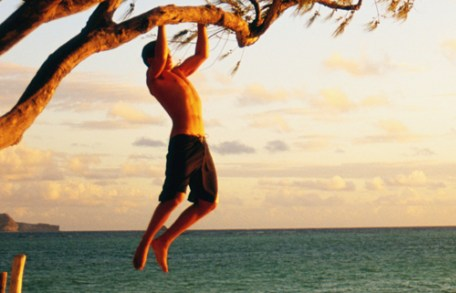 cropped-outdoor-action-pull-up-tree-beach-201020111.jpg