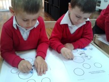 boys coloring circles