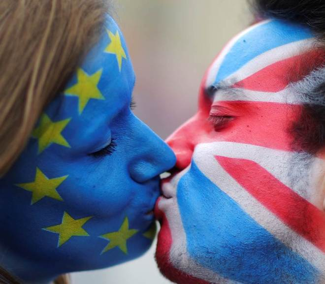 a symbolic kiss between the european union and great britain