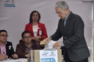 alvaro-uribe-votes-no