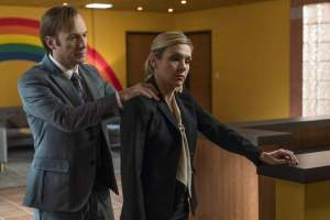 jimmy mcgill giving kim wexler a shoulder massage on better call saul