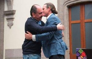 a symbolic hug between descendants of moctezuma and hernán cortés