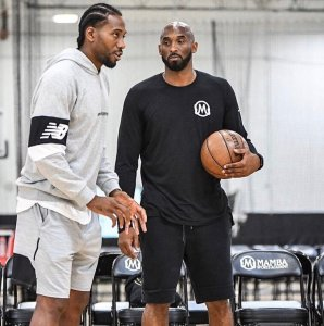kawhil working out with kobe--'work out' phrasal verb
