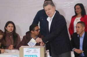 president juna mauel santos voting yes on the referendum for peace.