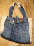 borsa con maglione e jeans 1