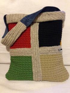 borsa con maglione e stoffe 1