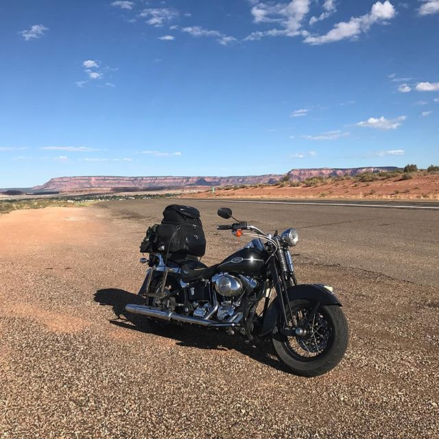 Great AirBnB rest in Kanab, UT. Now on US 89A towards the Grand Canyon. Only 6 mores left to this break from life, but I certainly feel alive! #harleydavidson #overthehill #endoftheworld #tour