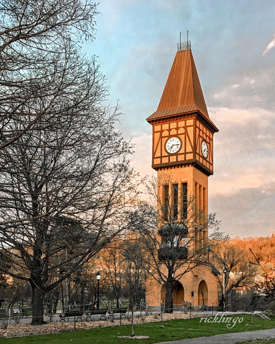 """Covington, Kentucky. """"Photo of the Day"""" on capturecincinnati.com."""