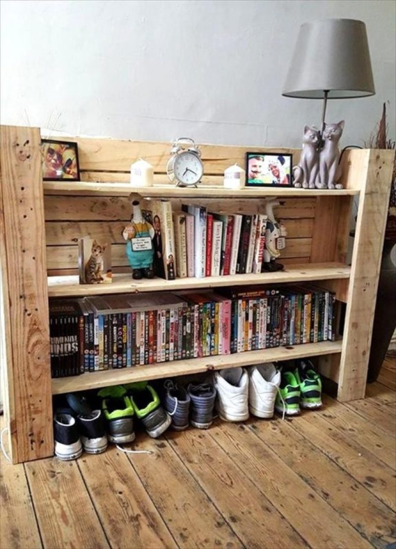 outdoor shelf made from pallets