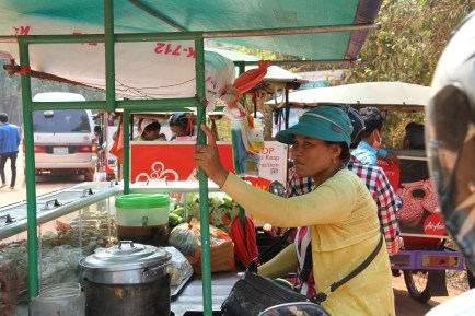 A stallholder cuahgt in temple traffic