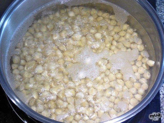Potaje de garbanzos con panecillos o de Cuaresma