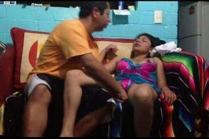 flaca se duerme con el mongolazo de su novio