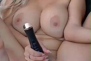 Hermosa rubia masturbandose orgasmo