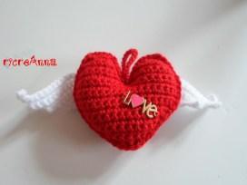 cuore a crochet con ali