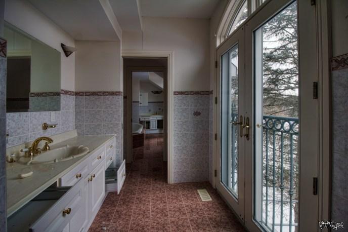Abandoned Ontario Polish Mansion - Bathroom