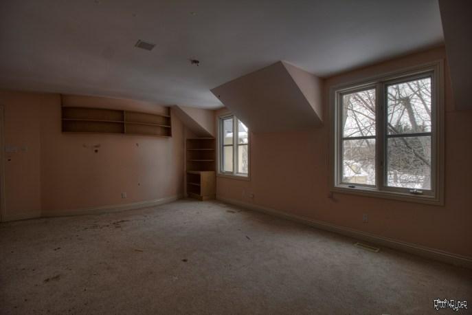 Abandoned Ontario Polish Mansion - Bedroom