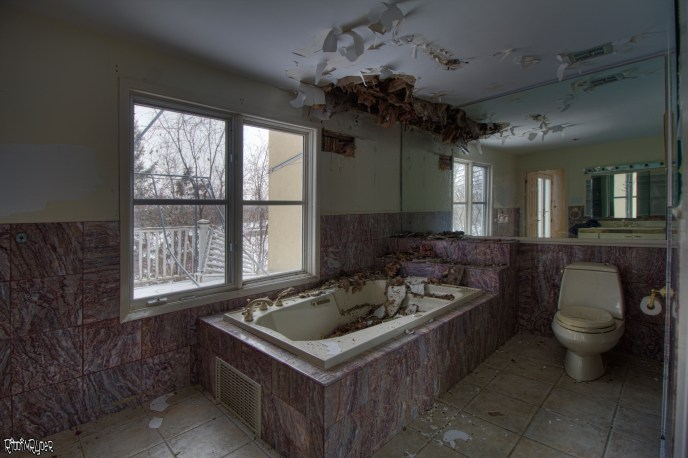 Abandoned Ontario Polish Mansion - Bathroom