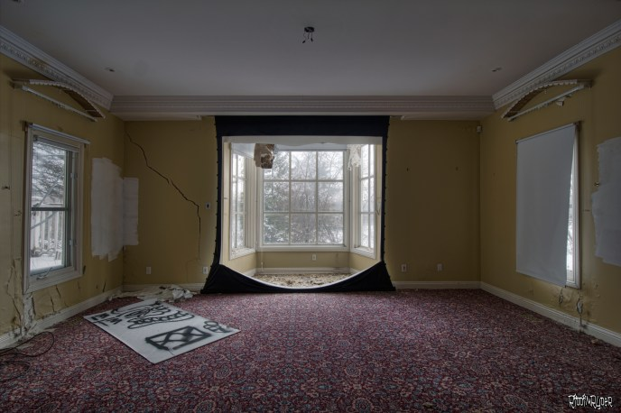 Abandoned Ontario Polish Mansion - Living Room